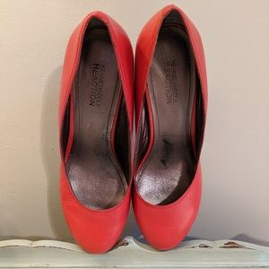 "KENNETH COLE ""Tears Go By"" Red Round-toe Pumps 7US"